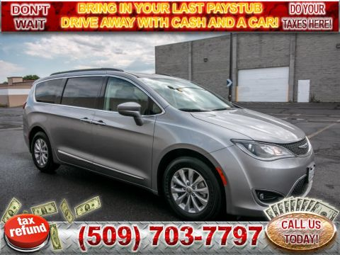 Pre-Owned 2017 Chrysler Pacifica Touring-L 3.6L V6 Minivan